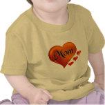 """Amo corazones de la mamá con la palabra """"mamá """" camisetas"""