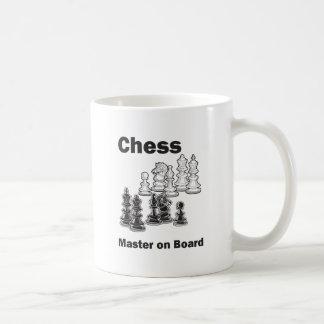 Amo del ajedrez a bordo taza clásica