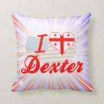 Amo Dexter, Georgia Almohadas