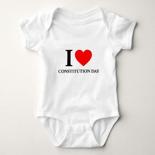 Amo día de la constitución t shirts