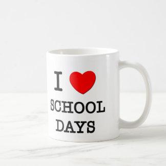Amo días escolares taza básica blanca