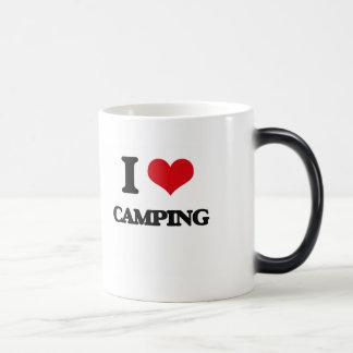 Amo el acampar taza