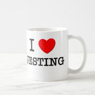 Amo el bromear taza de café
