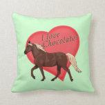 Amo el caballo de la montaña rocosa del chocolate cojin