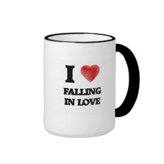 Amo el caer en amor taza de dos colores