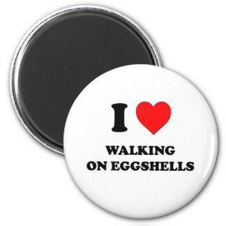 Amo el caminar en cáscaras de huevo imán redondo 5 cm
