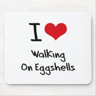 Amo el caminar en cáscaras de huevo tapetes de ratón