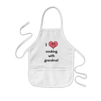 ¡Amo el cocinar con la abuela! Corazón lindo Delantal Infantil