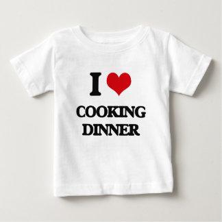 Amo el cocinar de la cena tee shirt