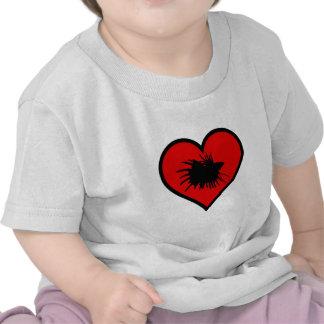 Amo el corazón del rojo de la silueta de los camiseta
