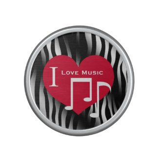 Amo el corazón rojo de la música en cebra blanco y altavoz