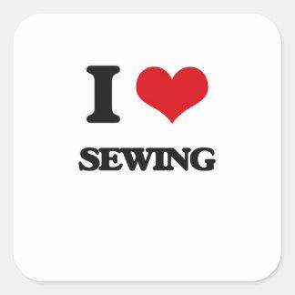 Amo el coser pegatina cuadrada