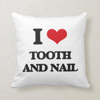 Amo el diente y el clavo cojines