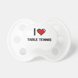 Amo el diseño retro de Digitaces de los tenis de Chupetes Para Bebes