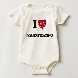 Amo el domesticar traje de bebé