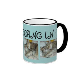 ¡Amo el dormir adentro! Taza de café del gato