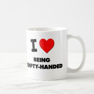 Amo el estar con las manos vacías tazas de café