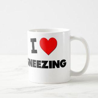 Amo el estornudar taza básica blanca