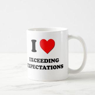 Amo el exceder de expectativas taza de café