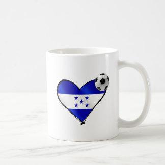 Amo el futbol de Honduras - corazón de la bandera Taza Clásica