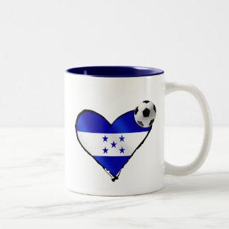 Amo el futbol de Honduras - corazón de la bandera Taza De Dos Tonos