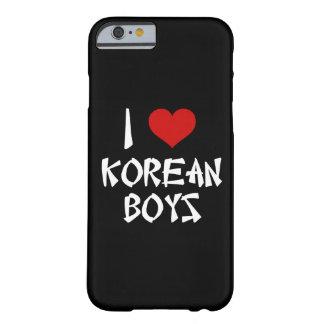 Amo el iPhone coreano 6/6s de los muchachos Funda De iPhone 6 Barely There