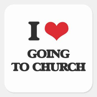 Amo el ir a la iglesia pegatina cuadrada