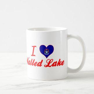 Amo el lago emparedado, Michigan Taza Básica Blanca