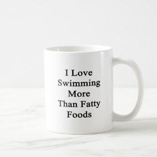 Amo el nadar de las comidas más que grasas taza de café