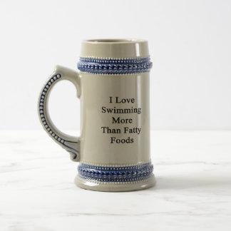Amo el nadar de las comidas más que grasas tazas de café