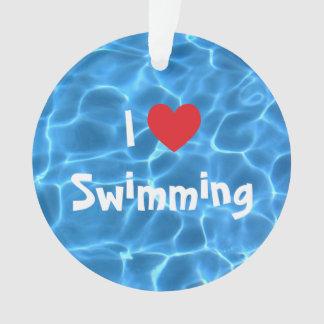 Amo el nadar del corazón rojo con agua azul de la