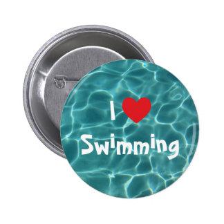 Amo el nadar del corazón rojo con agua de la pin redondo de 2 pulgadas