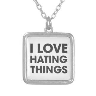 Amo el odiar de cosas collar plateado