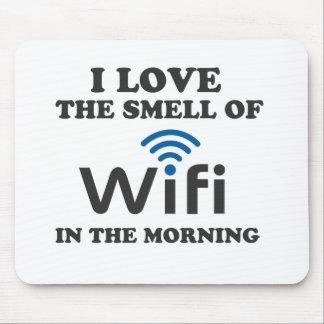 Amo el olor de Wifi por la mañana Alfombrillas De Ratones