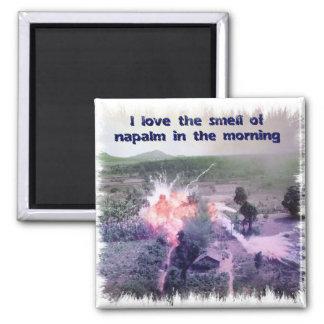 ¡Amo el olor del napalm por la mañana! Imán Cuadrado