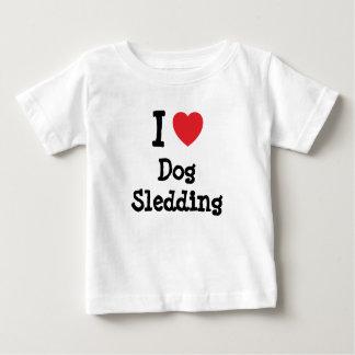 Amo el personalizado Sledding del corazón del Tshirts