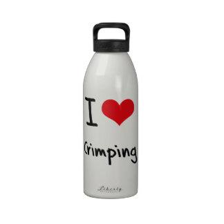 Amo el prensar botellas de agua reutilizables
