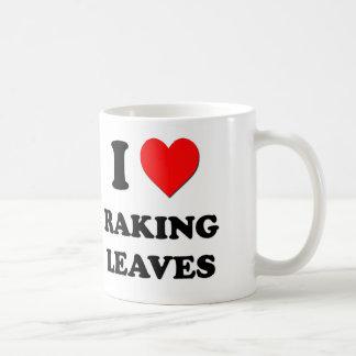 Amo el rastrillar de las hojas taza básica blanca