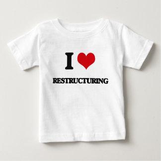 Amo el reestructurar camiseta
