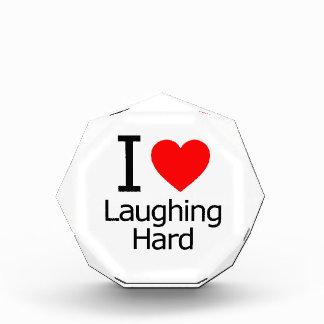 Amo el reír difícilmente