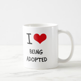 Amo el ser adoptado taza de café