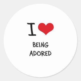 Amo el ser adorado etiqueta redonda