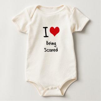 Amo el ser asustado mamelucos de bebé