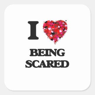 Amo el ser asustado pegatina cuadrada