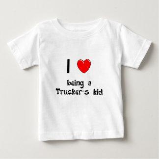 Amo el ser camiseta del niño de un camionero