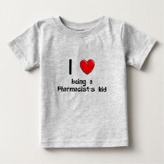 Amo el ser camiseta del niño de un farmacéutico playera