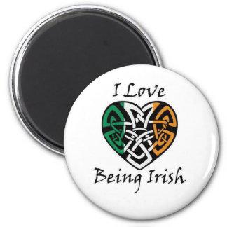 Amo el ser corazón céltico irlandés imán redondo 5 cm
