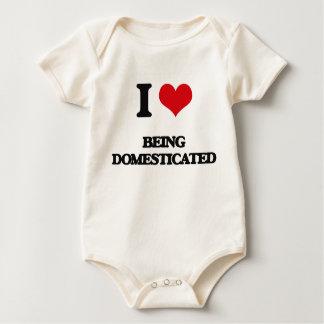 Amo el ser domesticado trajes de bebé