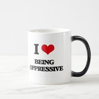 Amo el ser opresivo taza mágica