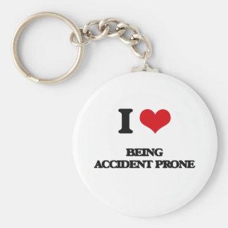 Amo el ser propenso a los accidentes llavero redondo tipo pin